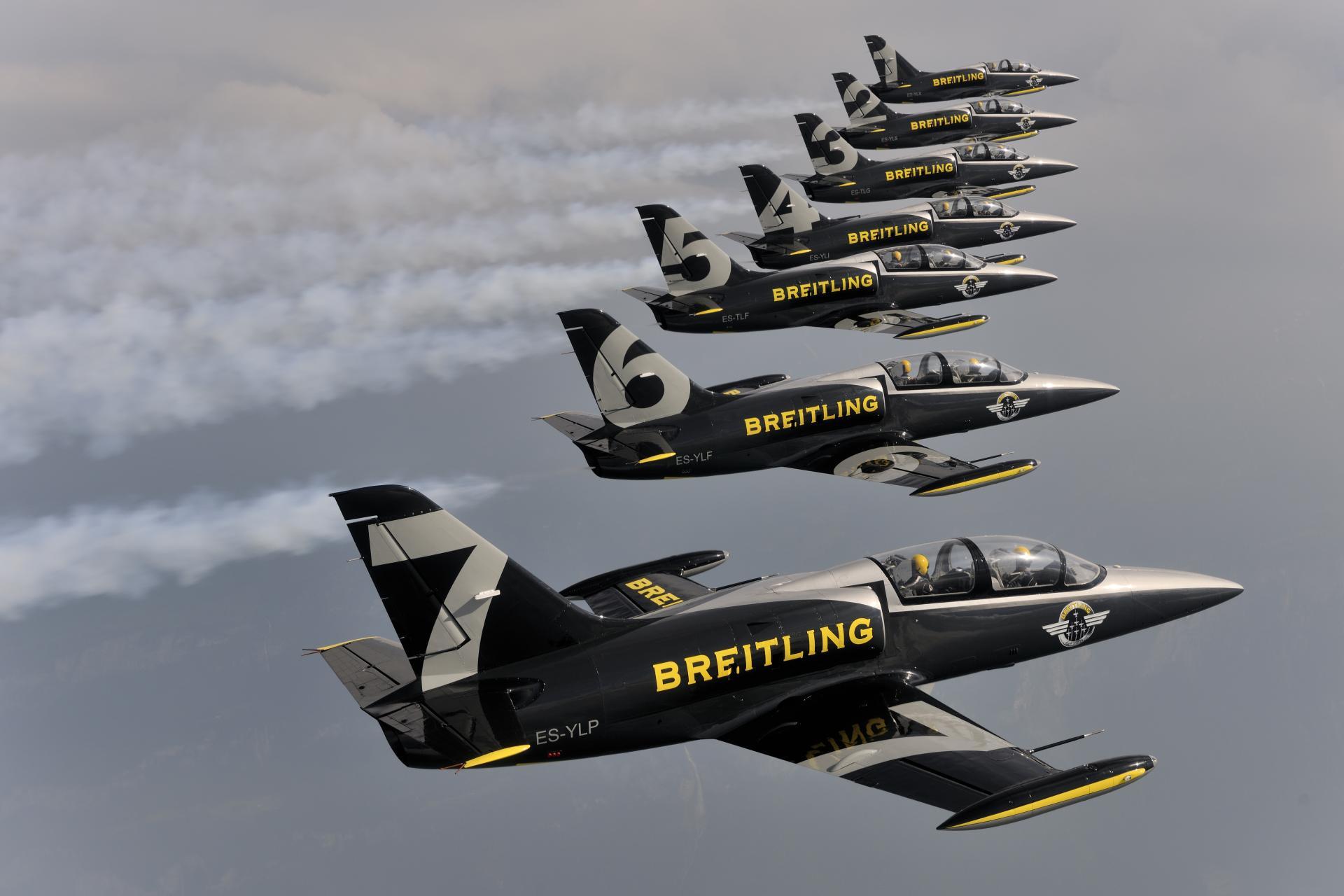 Breitling se desparte ca sponsor principal de Apache Aviation
