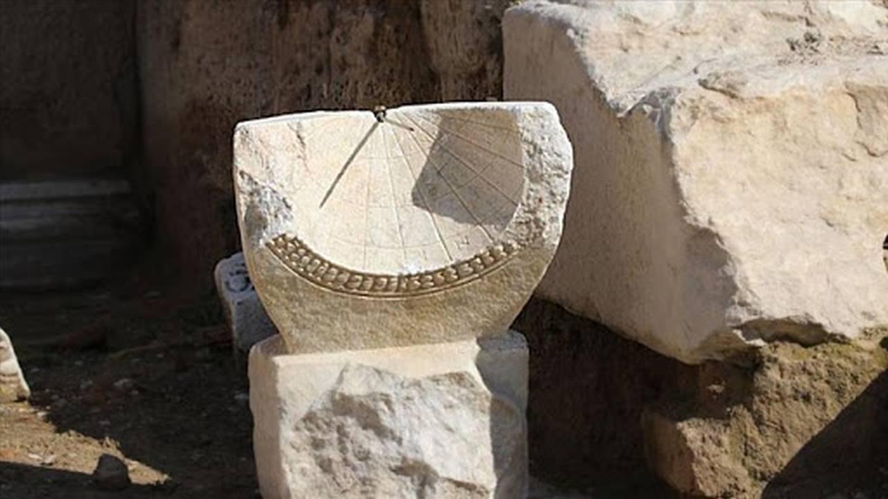 Cadran solar vechi de peste 2.000 de ani, descoperit în Turcia